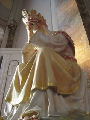 800px-our_lady_of_la_salette_crying